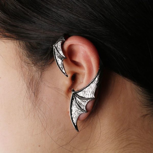 Elliz Clothing Bat Earring Model