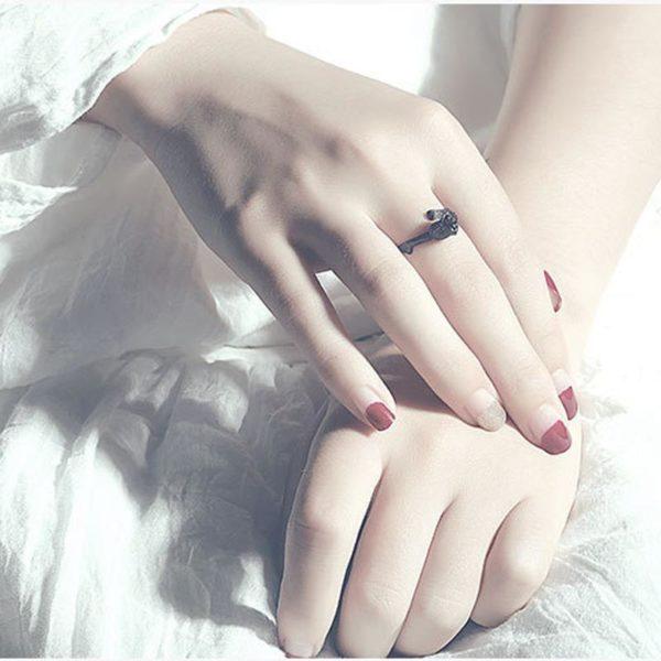 Elliz Clothing Black Rose Ring Model
